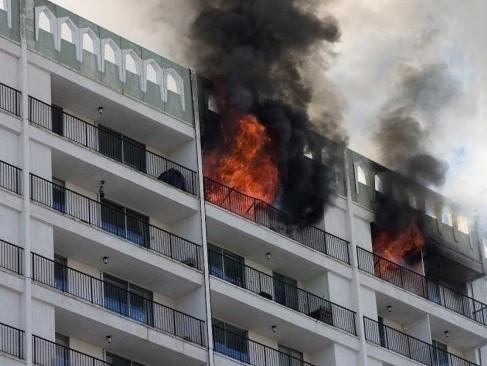 incendio-ultimo-piso-bloque-edificios-1024x683